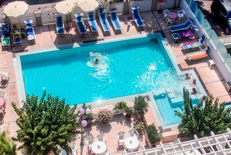 Hotel De Amicis Riccione con Piscina